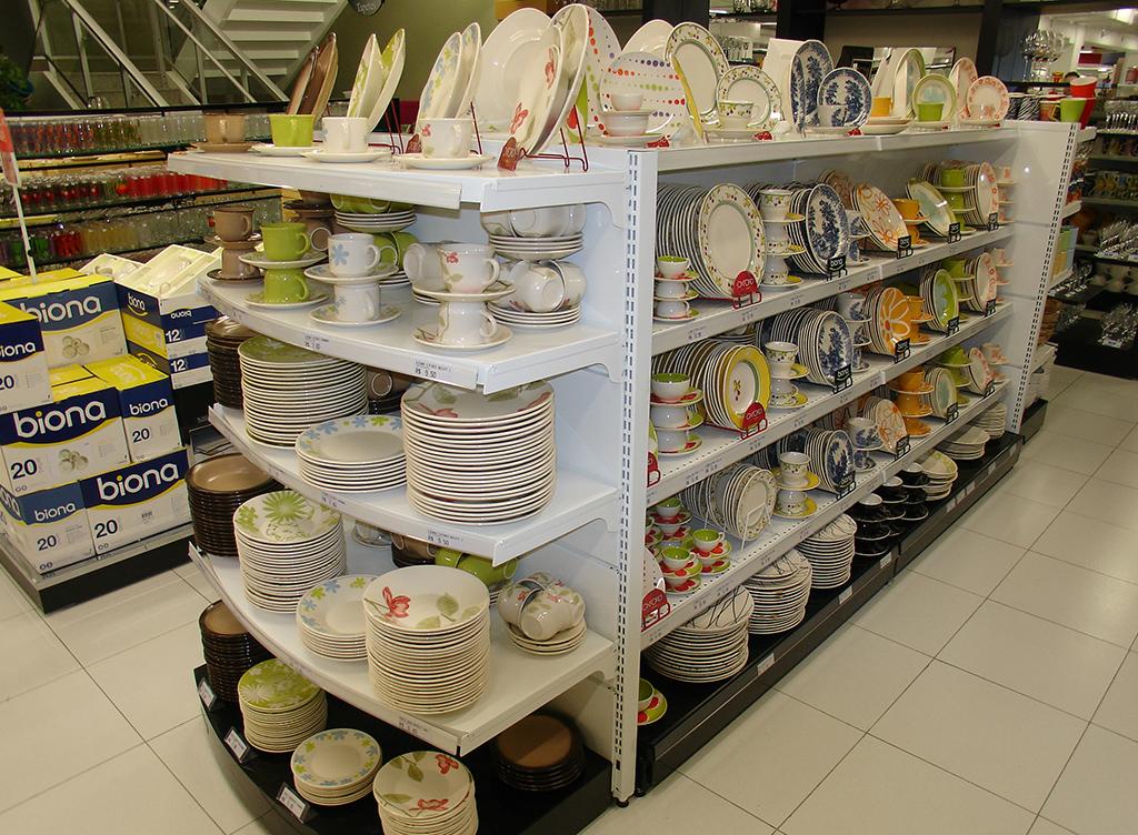 Expositores, Checkouts, Gôndolas para departamentos, supermercados, lojas de utilidades